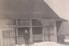 Bkyard-Levittown-snowstorm-1954